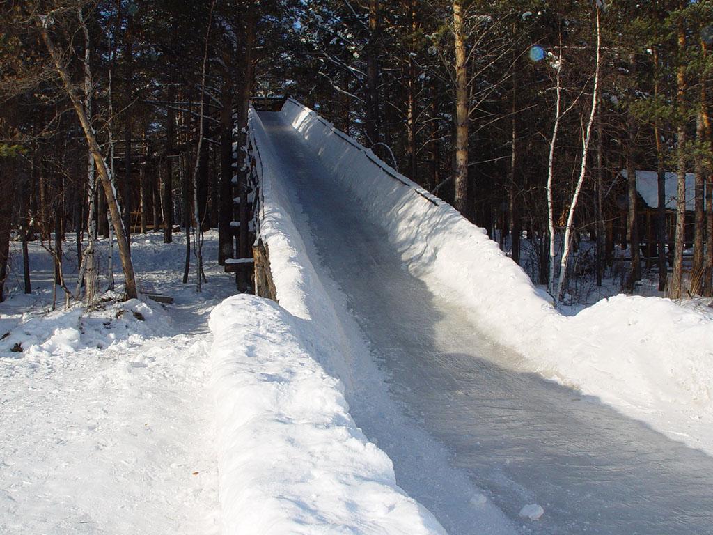 отличить делаем горку из снега фото так, что